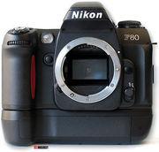 Продам Nikon f80 ПЛЕНКА 950 грн + бустер
