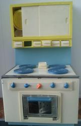 Игрушечная кукольная кухня с плитой,  посудкой и ящичками,  СССР