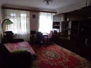 продам трехкомнатную квартиру в центре,  улица Базарная