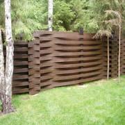 Рельефный забор из массива сосны